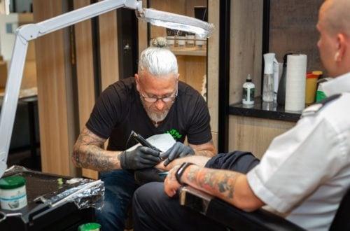 TUI Cruises eröffnet Tattoo Studio an Bord