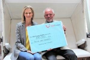 NoPlastik! TUI Cruises unterstützt terre des hommes-Projekt gegen Plastikmüll - Scheck über 100.000 Euro überreicht